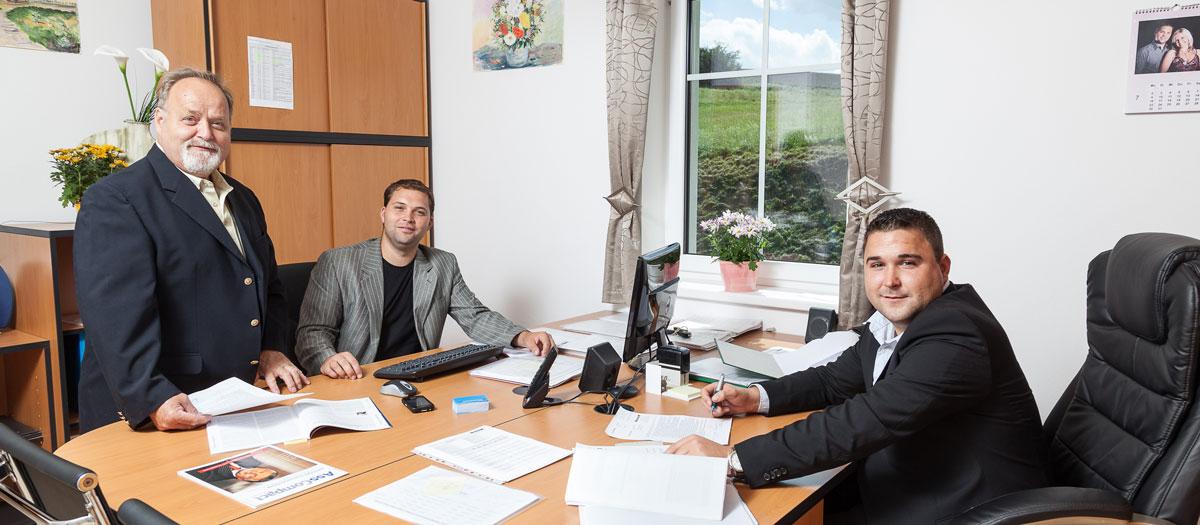 Hemmelmeyer Versicherungsagentur (Bild von innen mit Mitarbeitern)